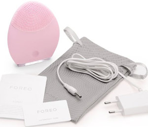 FOREO Luna Cleansing Brush for Sensitive/Normal Skin